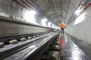 Radiating - Worker in Tunnel 72ppi